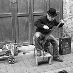 Street musician, l'Isle-sur-la-Sorgue